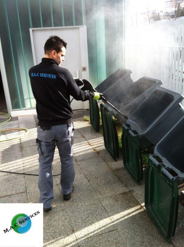 Nettoyage des poubelles par Haute Pression