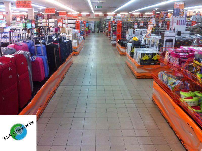 M.A.C SERVICES - Décapage des sols de magasins