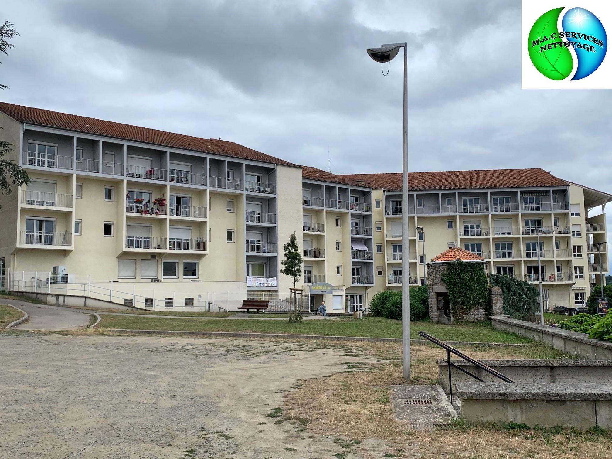 M.A.C SERVICES NETTOYAGE : Lavage des vitres de la Résidence du Parc - Roche la Molière